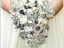 Eye-Catching Brooch Bouquets & Accessories