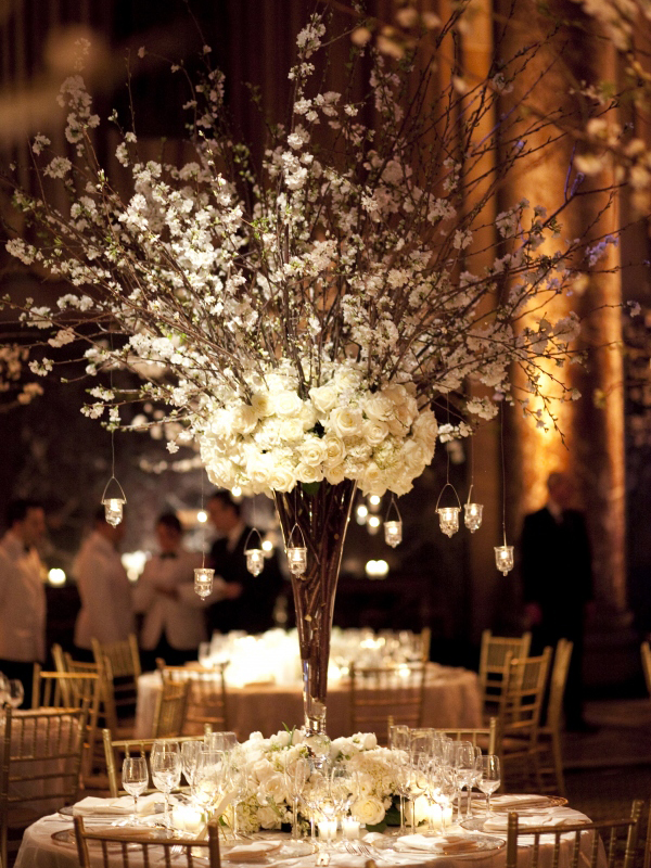 tall-white-floral-and-hanging-candle-centrepiece
